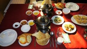 北朝鮮の鍋料理が激しく美味しい件 / しかもパンと一緒に鍋を食べる西洋的文化
