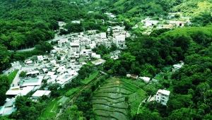 【魅惑の香港旅行】ドローンで見る香港の大自然「川龍村」に感動 / 美しき清流で育つ農作物の絶景地