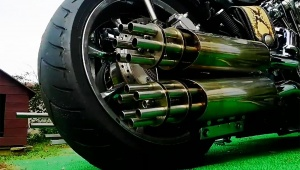 【革命】世紀末バイクの「ガトリングマフラー」が凄すぎる / 完成度が高すぎる件「時はまさに世紀末!」