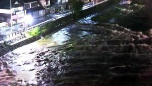 【非常事態】岡山県の河川が大規模な氾濫 / 国道や家屋に流れ込み高梁川あたり15.5キロ通行止め