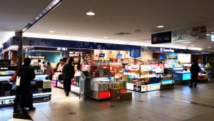 【緊急事態発生】北海道地震の影響で新千歳空港が一部崩壊 / 近日中の復旧は不可能「すべて欠航で空港から動けなくなった乗客たち」