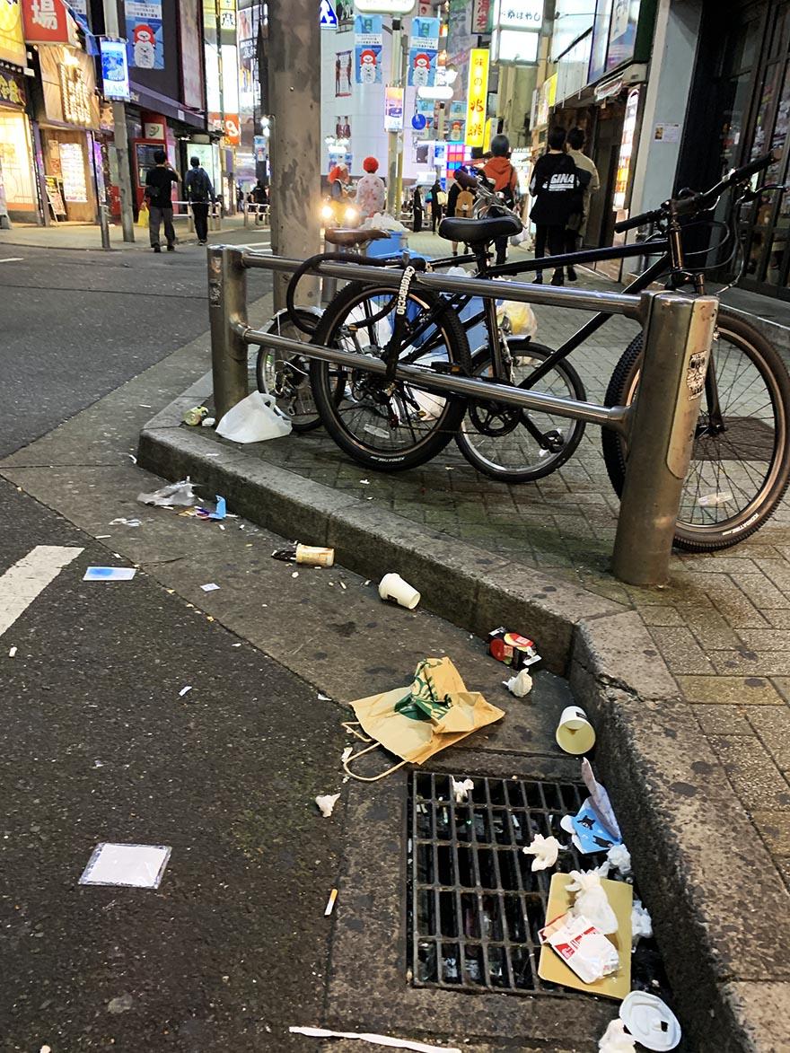 garbage-shibuya-halloween2