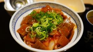 【話題】吉野家の「牛どて煮丼」が旨味濃厚すぎて全米が泣く勢い / 白飯がウマくなる最強の具