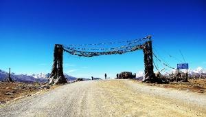 【絶景】ヒマラヤ山脈をランクルで越えてみた / 最高高度5220メートルの峠を越える「チョモランマ自然保護区」