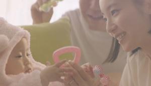 【感動動画】主人公は女性セールスドライバー / 佐川急便の子育てママ動画に共感の声が続々「なんかグッときた」