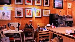 【放送事故】貴ノ花の息子の仕事場に危険な言葉 / テレビに映って問題視「死にたいなら死ねカス」