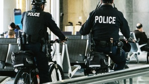 【危険】自転車の二人乗りは道路交通法違反で5万円以下の罰金また科料 / 芸能人の二人乗りが横行