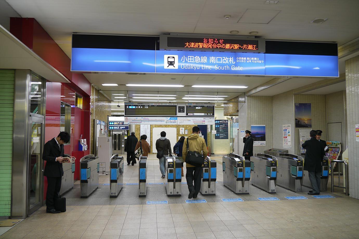 aftermath-tohoku-earthquake-station3