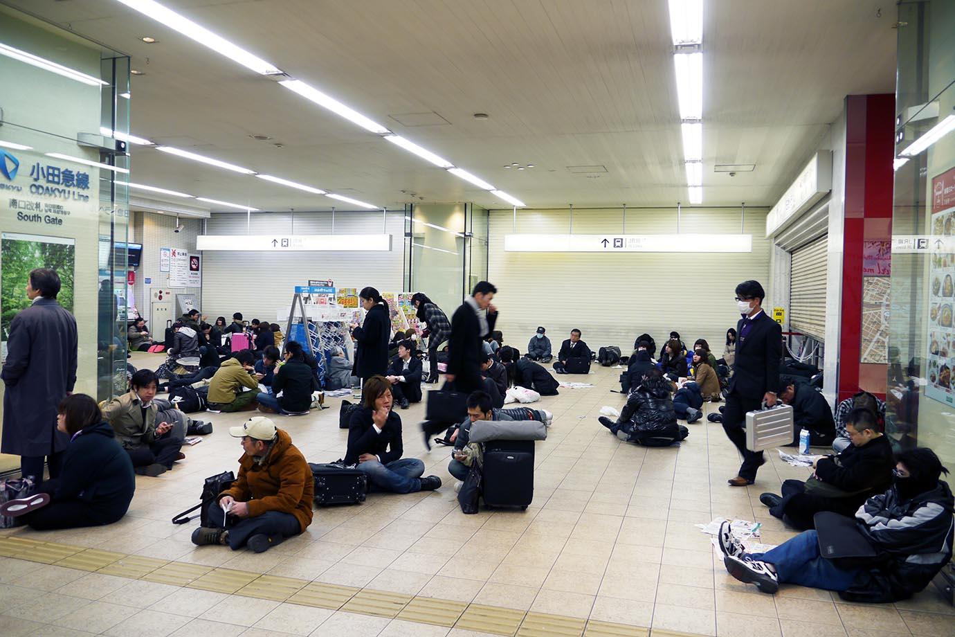 aftermath-tohoku-earthquake-station4