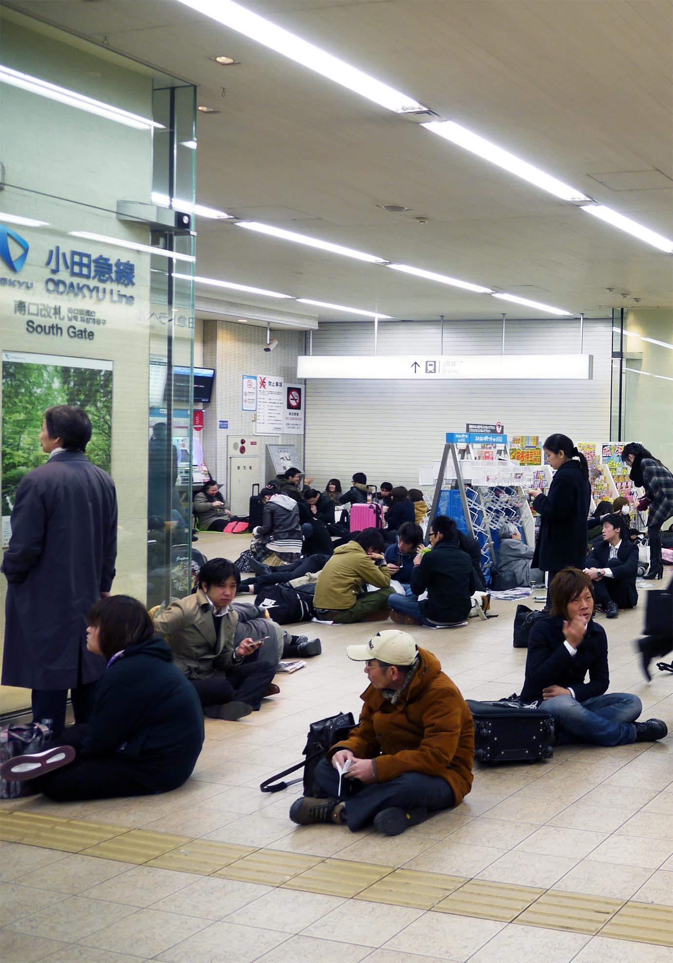 aftermath-tohoku-earthquake-station5