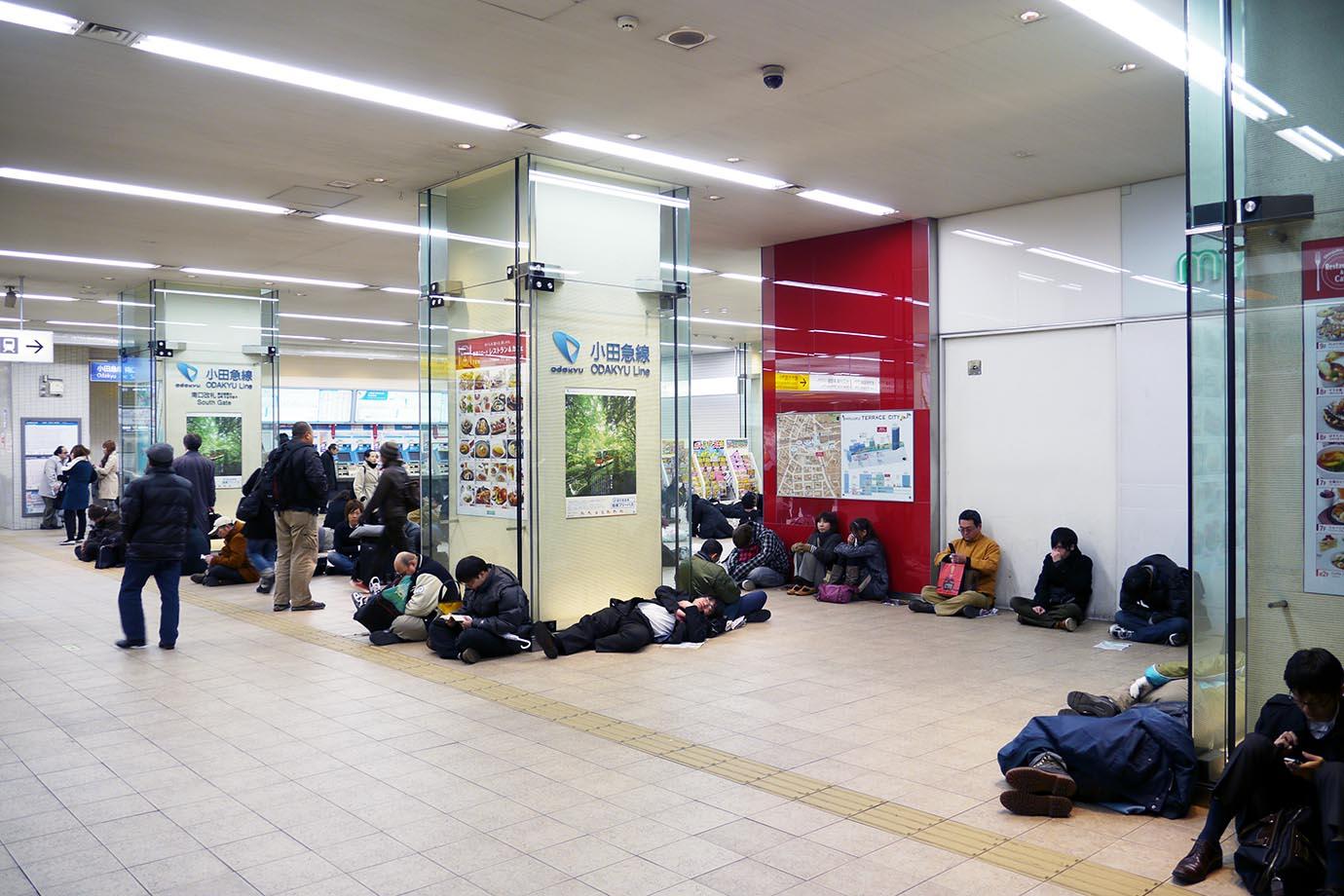 aftermath-tohoku-earthquake-station8