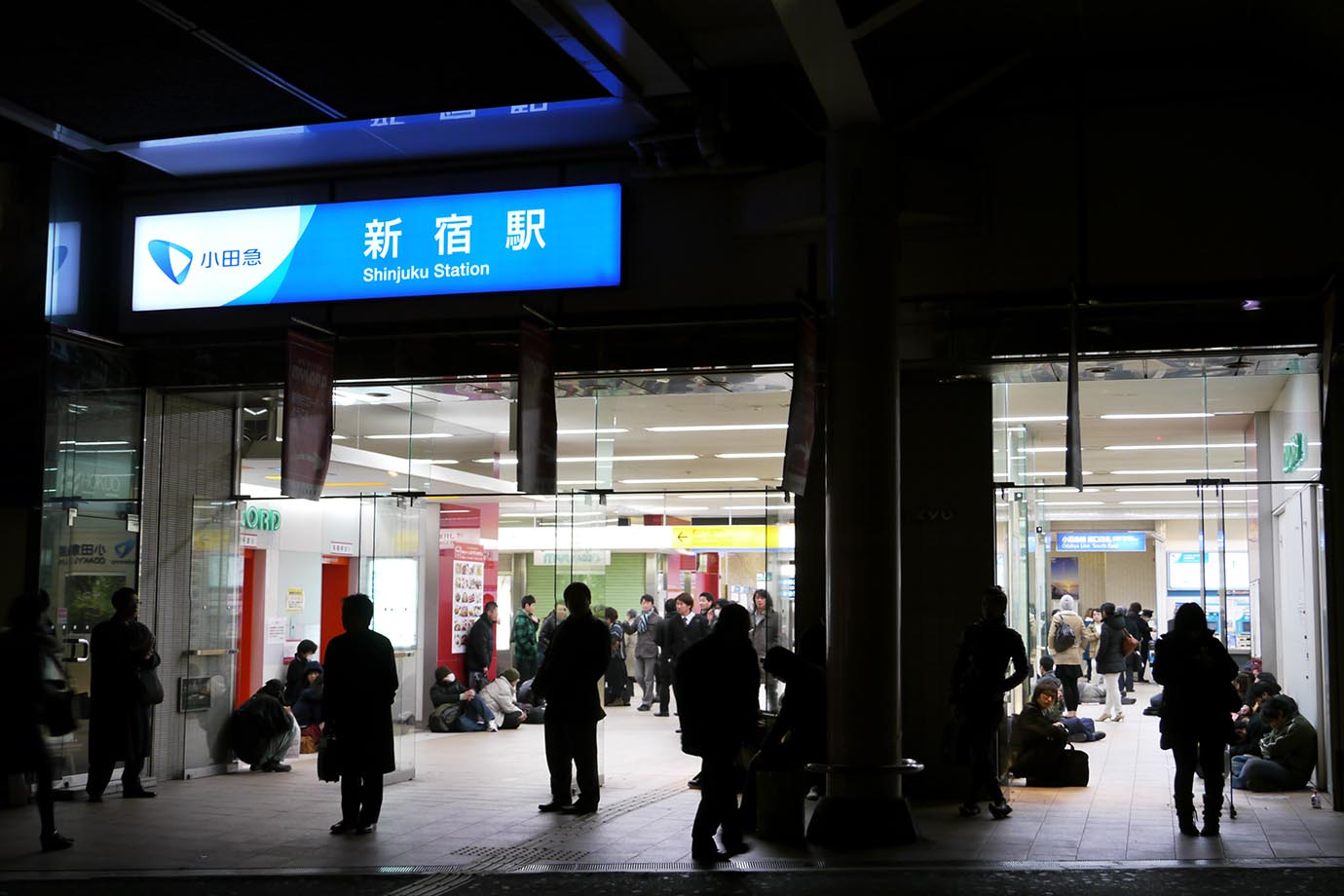 aftermath-tohoku-earthquake-station9