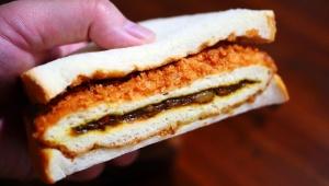 【革命グルメ】カレーパンをパンでサンドしたカレーパンサンドが話題 / 常識をくつがえす新次元のパン