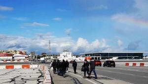 【衝撃】滑走路を歩行者が歩くことができる世にも珍しいジブラルタル国際空港「飛行機の離着陸時は踏切で通行止めに」