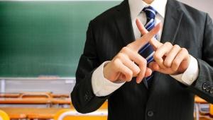 【炎上】教師が生徒を名指しで「調子に乗ってるから皆でいじめよう」と黒板に書く → 不登校 → 懲戒処分