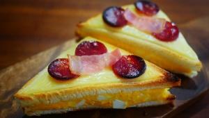 【絶品グルメ】コンビニの玉子サンドイッチをピザにすると激ウマ! 騙されたと思ってやってほしいレシピ!!