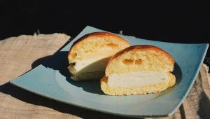 セブンイレブン新作アイス「ブリオッシュパンアイス」が冷凍なのにフワフワで感動の美味しさ!