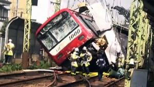 【炎上】京急事故でモラルなきマスコミ取材に警察がブチギレ激怒 / カメラマンに怒号