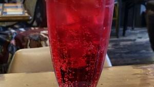 【甘美グルメ】原宿のアジトで飲む赤いクリームソーダ / 魅惑のクリームソーダ連載