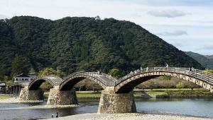 日本三大奇橋のひとつ錦帯橋が凄すぎる / 歩きにくいが良い経験となる