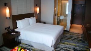 【現地取材】コタキナバルのヒルトンホテルに泊まってみたよ! ふっかふかのベッドにウェルカムフルーツ最高