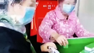 【話題】コロナウイルス感染予防にペットボトルやビニール袋 / 予防効果は不明