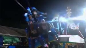 遊園地でアトラクションから乗客が落下する事故発生 / 回転しながら椅子ごと投げ飛ばされる「恐ろしい動画」
