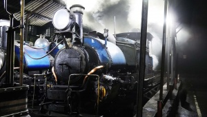 インド・ダージリン鉄道に乗る / 88キロを8時間かけて走る世界遺産に癒やされる