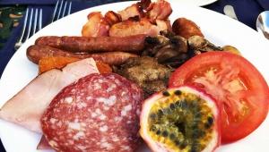 【ホテル朝食旅日記】南アフリカ・コモドアホテルの朝食ビュッフェが肉肉肉肉肉だらけ肉パラダイスだった件