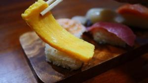 【持ち帰りメシ】家で寿司が作れるセットで握り寿司を作ってみた / くら寿司の「おうちでくら寿司セット」