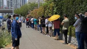 【衝撃】東京出入国管理局が密集密接状態で問題視 / 職員と外国人がソーシャルディスタンス守らず