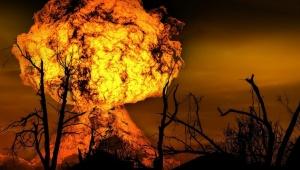 【大炎上】日本人女性がネット生配信中にガスボンベ大爆発させる / 視聴者が逃げろと言っても逃げない小幡友美さん