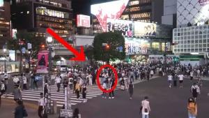【衝撃】渋谷スクランブル交差点で身体に火をつける男の動画 / 生放送で全世界に配信される