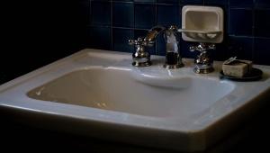 【衝撃】奈良県警「男がトイレ探し中に漏らし女児に「他の人には言わないで」という事案発生」 → 男がかわいそうとの声