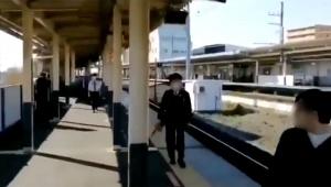 【衝撃動画】鉄道オタクに駅員ブチギレ激怒で大炎上 / 鉄道撮影マニアの最悪マナーに批判の声「最悪な撮り鉄」