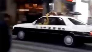【衝撃動画】ハロウィンで暴徒化した者がパトカー盗んで大炎上か / 札幌で発生「警察官が追いかけてった」