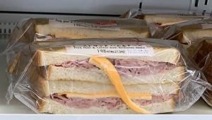【衝撃】セブンイレブンのサンドイッチが大炎上 / 見える部分だけにチーズか「セブンの闇を目撃した」