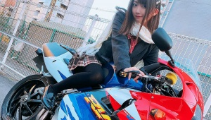 【衝撃画像】美人すぎる女子高生ライダー(16歳)が納車直後に事故る / 潰れたバイク写真をネット掲載