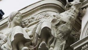 【衝撃】彫刻を修復した結果がヤバすぎて地域住民ショック「誰だこれは」