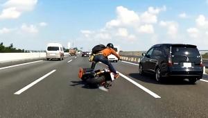 【衝撃動画】本当に恐ろしいバイク事故動画がショッキングすぎる / 命を落とす危険性「背筋が凍る」
