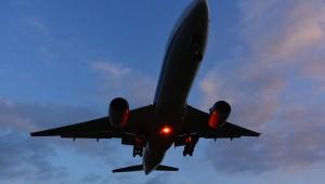 【衝撃動画】JAL飛行機のエンジンが爆発 / エンジンが吹き飛んだ動画「那覇に引き返す」