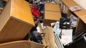 【緊急事態】地震で部屋から出られない人が苦悩 / めちゃくちゃになった部屋の写真を投稿