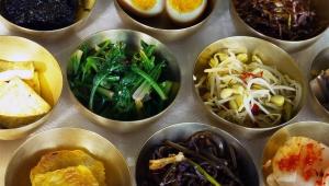 【北朝鮮に行ってみた】北朝鮮の田舎町に行って宮廷料理を食べてみ…