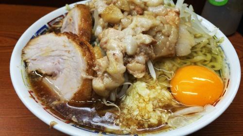 【朗報】ラーメン二郎亀戸店の店主の誕生日おめでとう / 豚でお祝い「豚にありがとう、食べ残しにさ…