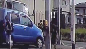 【衝撃動画】小学生を連続2度ひきそうになる危険運転ドライバーが撮影される / そのまま逃走「ネットで犯人探し」