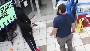 【衝撃動画】コンビニ強盗したら3秒で元海兵隊員に捕まったでござる